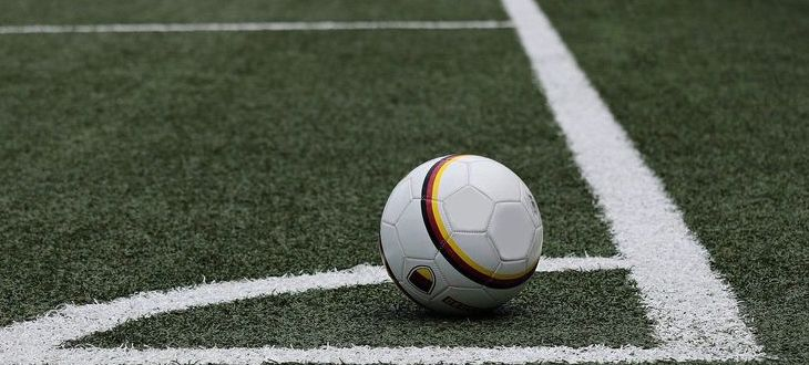piłka na boisku