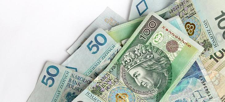 Pieniądze w banknotach 100 zł  i 50 zł