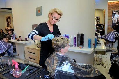 Od 18 maja otwarci fryzjerzy, kosmetyczki i restauracje