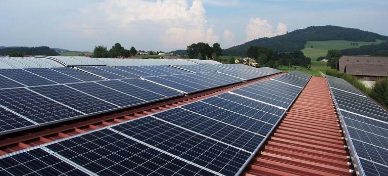 Instalacja kolektorów słonecznych i paneli fotowoltaicznych