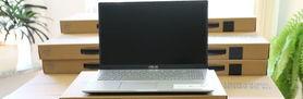 Zdjęcie przedstawiające laptopa na pudełku