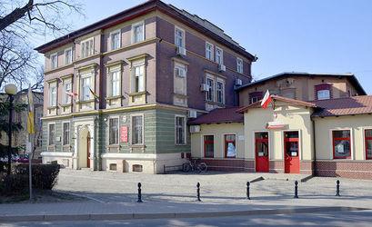 Budynek Urzędu Miejskiego w Żarowie.