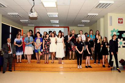 Zdjęcie grupowe absolwentów
