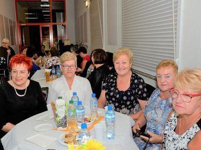 Na zdjęciu grupa starszych kobiet
