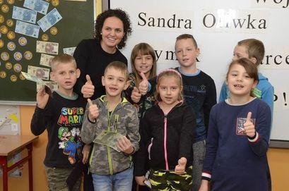 Dzieci z nauczycielką