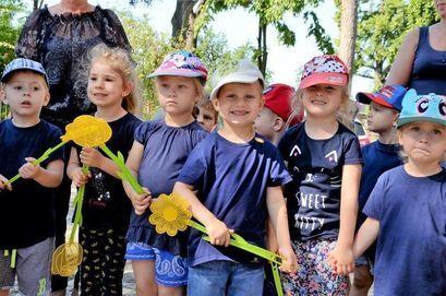 grupa dzieci z przedszkola