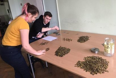 Uczniowie liczący grosze