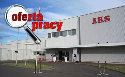 Budynek AKS Precision Ball Polska w Żarowie, ikona lupy i napis oferta pracy.