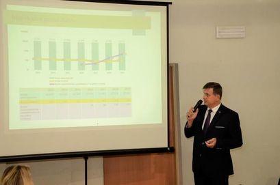 Burmistrz Leszek Michalak w trakcie obrad sesji Rady Miejskiej