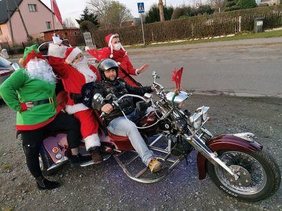 Mikołajowie na motorze w Przyłęgowie