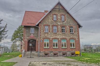 Budynek Szkoły Podstawowej im. Anny Jenke w Mrowinach