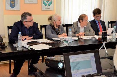 Radni podczas posiedzenia Rady Miejskiej w Żarowie