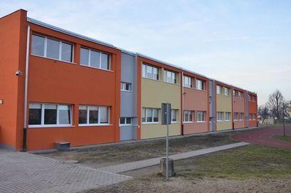 budynek Szkoły Podstawowej im. Jana Brzechwy w Żarowie
