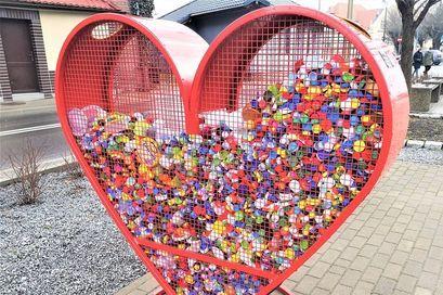 Serce na nakrętki przy ul. Dworcowej w Żarowie