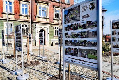 Wystawa plenerowa przed budynkiem UM w Żarowie