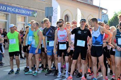 Biegacze przed startem 6. Żarowskich Biegów Strefowych