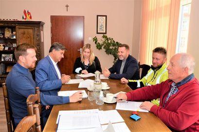 Umowa podpisana, rusza remont drogi w Wierzbnej