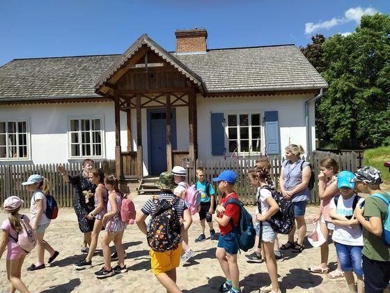 Uczniowie klas drugich odwiedzają Muzeum Wsi Lubelskiej