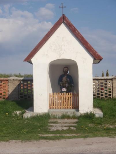 Kapliczka przy cmentarzu polskokatolickim