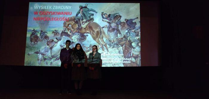Zdjęcie - Uczniowie ZSZ nr 2 na spotkaniu historycznym
