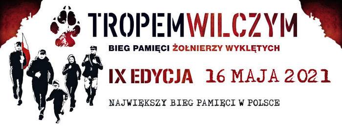 Baner z napisami: TROPEM WILCZYM BIEG PAMIĘCI ŻOŁNIERZY WYKLĘTYCH IX EDYCJA 16 MAJA 2021 NAJWIĘKSZY BIEG PAMIĘCI W POLSCE