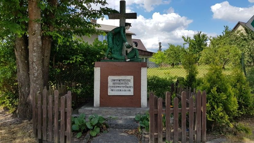 pomnik w centum Dziemian