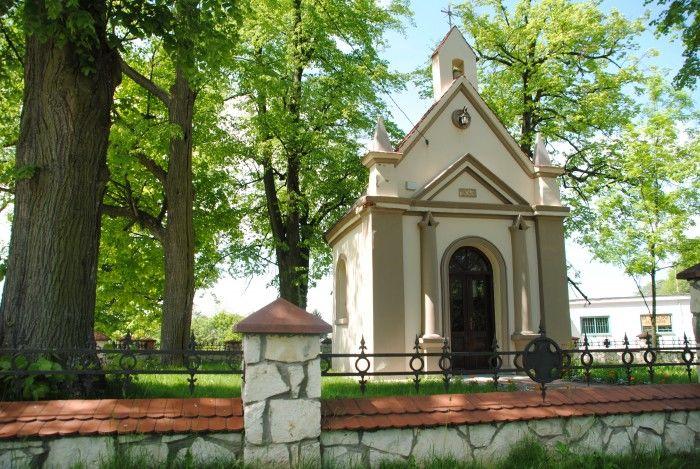 Zabytkowa kapliczka w Nasutowie