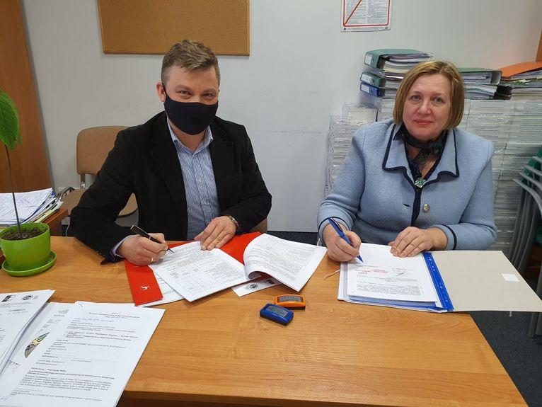 Zdjęcie z podpisania dokumentu