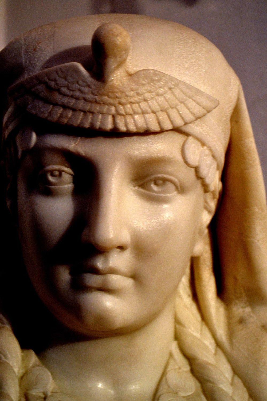 Popiersie kobiety, XIX wiek, marmur karraryjski, MK S 37