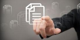 Dłoń klikająca na ikonę dokumentu