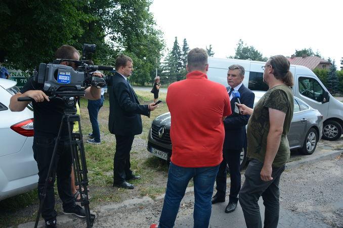 Wojewoda Lubelski Lech Sprawka udziela wywiadu mediom społecznościowym tj. Radio Lublin, TVP3