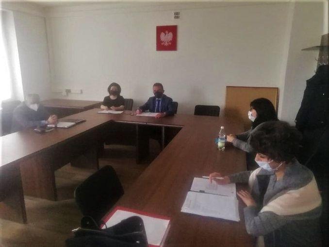 spotkanie dyrektorów na sali konferencyjnej