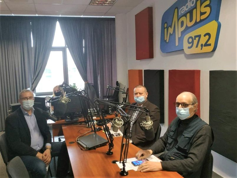 Uczestnicy audycji w studiu nagrań Radia Impuls