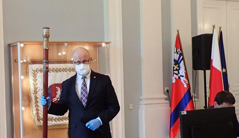 Przewodniczący Rady Powiatu otwiera obrady