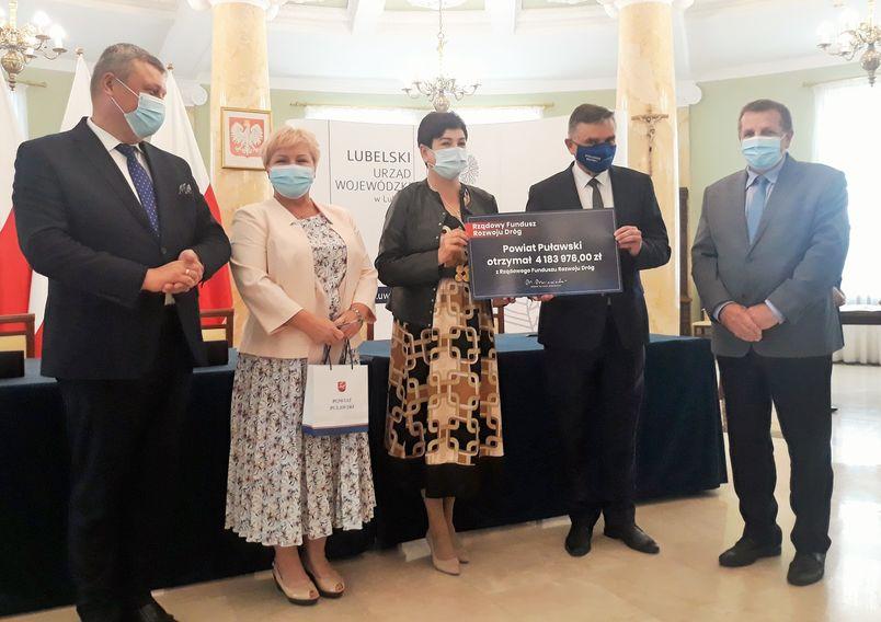 Podpisanie umowy dotacyjnej w Sali Błękitnej Lubelskiego Urzędu Wojewódzkiego