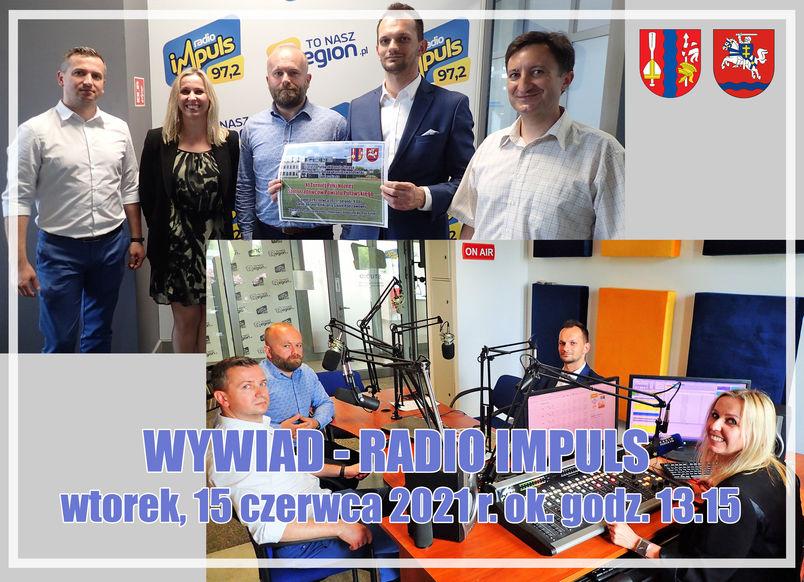 Wywiad - Radio Impuls, wtorek 15 czerwca 2021 r. ok. godz. 13.15. Wnętrze studia nagrań, ludzie udzielający wywiadu, herby gminy Puławy i Powiatu Puławskiego.