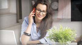 Grafika - Kobieta rozmawiająca przez telefon