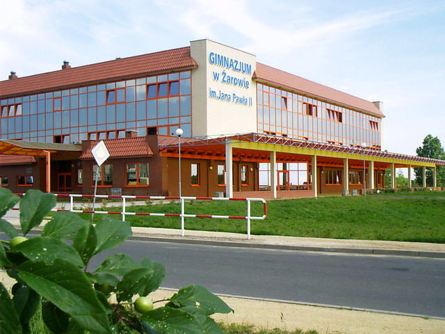 Budynek Szkoła Podstawowa im. Jana Brzechwy w Żarowie