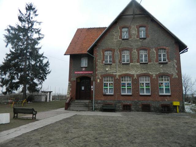 Budynek Szkoła Podstawowa im. Anny Jenke  w Mrowinach