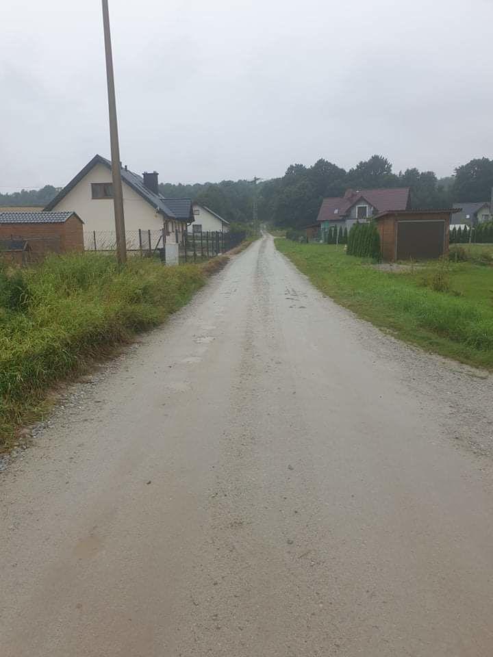 droga przy ul. Kawalerów Orderu Uśmiechu w Wierzbnej